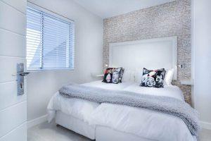 Có nên sử dụng gạch ốp tường trang trí cho phòng ngủ không?