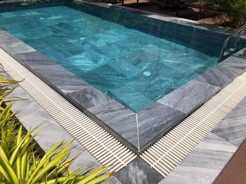 đá ốp lát bể bơi